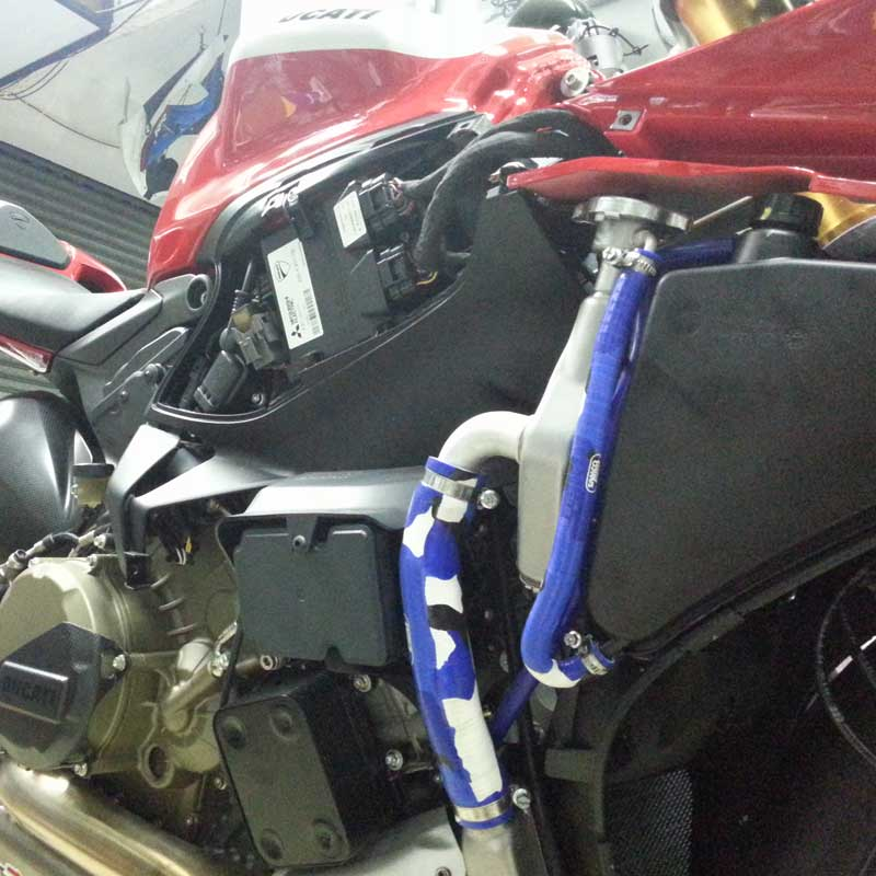Samco Sport Radiator Hose Kit Red Ducati Panigale 1199 S 2012-2013 DUC23-RD